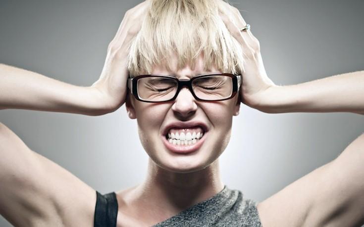 Γιατί τρίζετε τα δόντια σας το βράδυ και πώς να το σταματήσετε