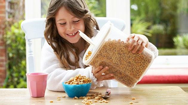 Εύκολες και έξυπνες επιλογές για πρωινό «στο πόδι» για ένα παιδί