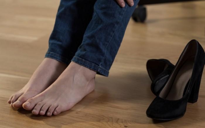 Κατακράτηση υγρών και πρησμένα πόδια: Πώς θα το αντιμετωπίσεις