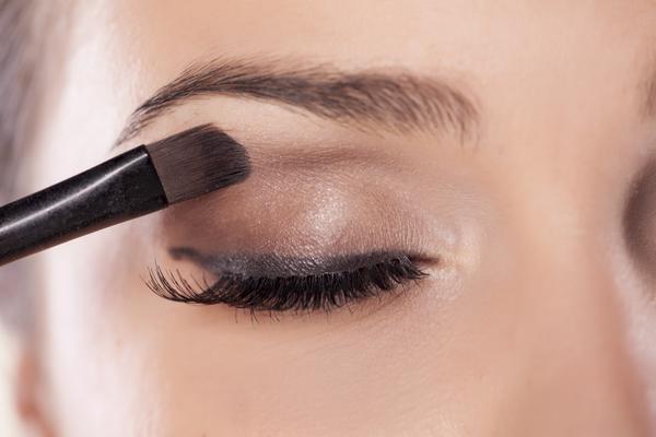 Μια εξαιρετική βάση για τα μάτια για να φιξάρετε τη σκιά!