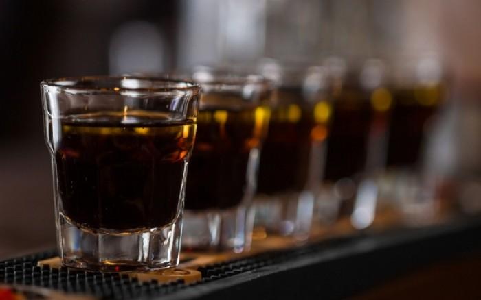Πόσα ml αλκοόλ καθημερινά είναι αρκετά για να αυξήσουν τις πιθανότητες εγκεφαλικού
