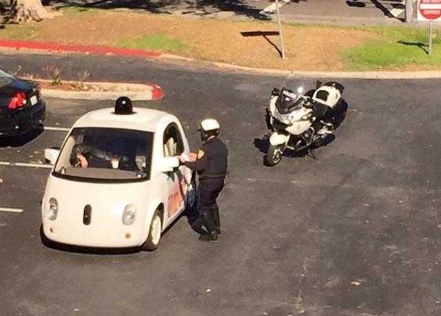 Σταμάτησαν αυτοκίνητο της Google γιατί πήγαινε υπερβολικά… αργά