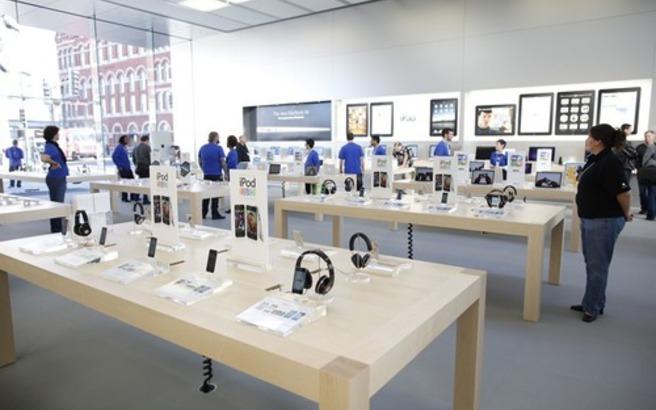 Έκανε μήνυση στην Apple για διαγραφή φωτογραφιών του στο iPhone