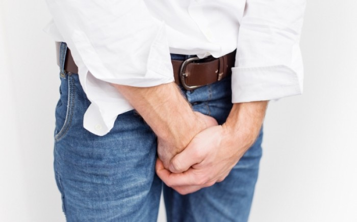 Ακράτεια ούρων στους άνδρες: Ποια είναι τα αίτια; Υπάρχει οριστική λύση;