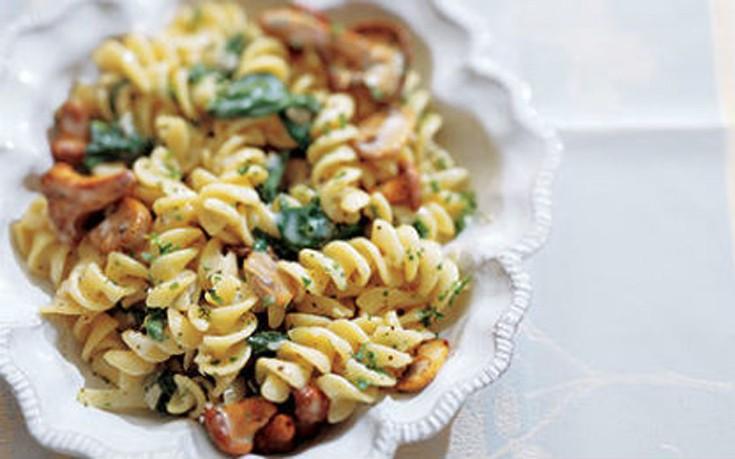 Βίδες με σπανάκι και μανιτάρια