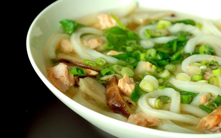 Γιαπωνέζικη σούπα με νουντλς