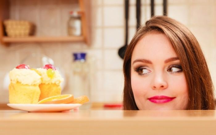 Πώς πρέπει να τρώτε τη ζάχαρη για να είναι λιγότερο βλαβερή για τα δόντια