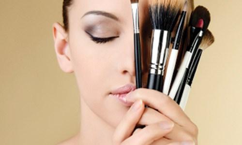 Τα 6 λάθη που κάνετε στο μακιγιάζ και σας δείχνουν μεγαλύτερες