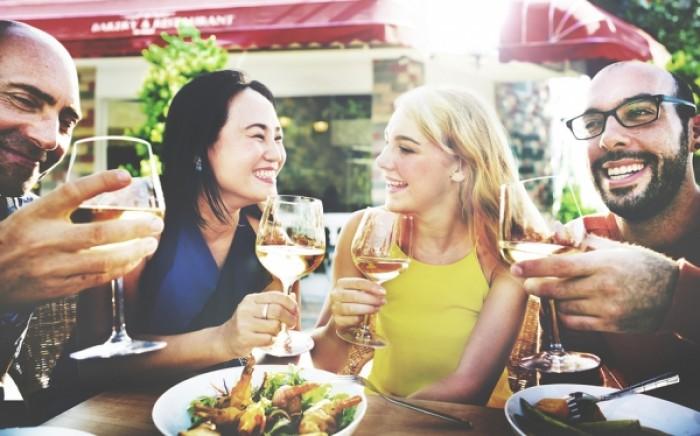 Γιατί με το αλκοόλ τρώμε περισσότερο