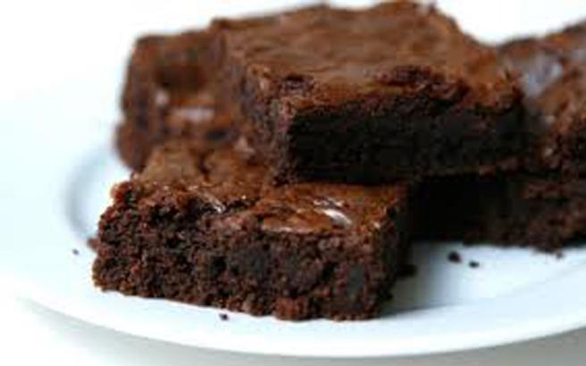 Μπράουνις με καρύδια και επικάλυψη σοκολάτας