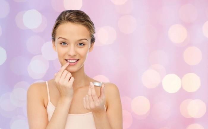 Πώς θα φτιάξετε σπιτικό lip balm με άρωμα καρύδας