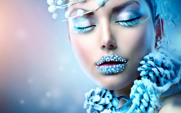 Σκασμένα χείλη: 2 φυσικές συνταγές για βαθιά ενυδάτωση