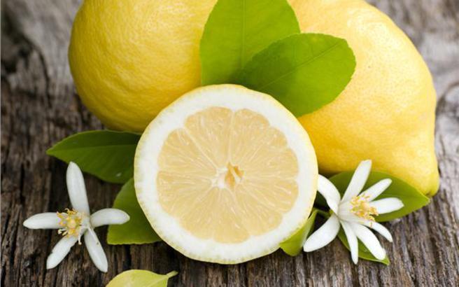 Τα μικρά θαύματα του λεμονιού για την επιδερμίδα