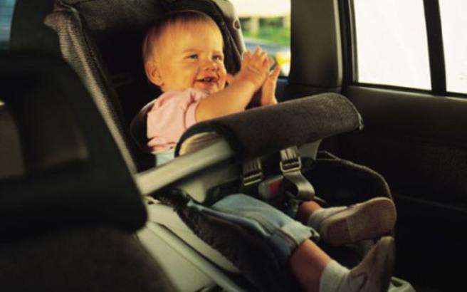 Τα 14 πράγματα που πρέπει όλοι οι γονείς να έχουν στο αυτοκίνητο