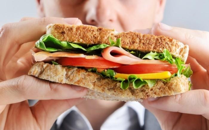 Τρώμε περισσότερο όταν πιστεύουμε ότι τρώμε υγιεινά