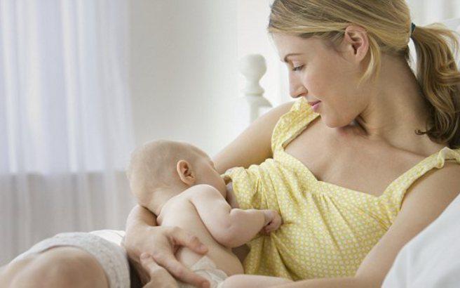 Ευεργετικός ο θηλασμός για βρέφη, μαμάδες και… οικονομία