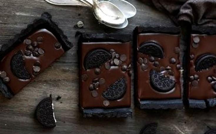 Τάρτα σοκολάτας με γεμιστά μπισκότα
