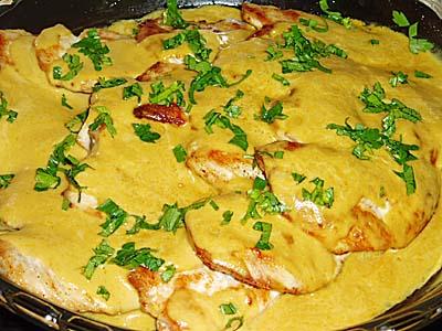 Τρυφερά φιλέτα κοτόπουλο στο φούρνο με λευκό κρασί και μουστάρδα