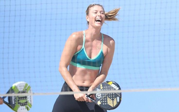 Για τένις στην παραλία η Μαρία Σαράποβα