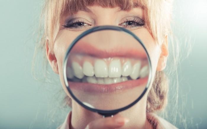 Ποια συμπτώματα στα δόντια φανερώνουν διατροφική διαταραχή