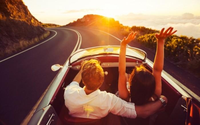 Πώς να κάθεστε στο αμάξι όταν ταξιδεύετε για να μην έχετε πόνους στη μέση