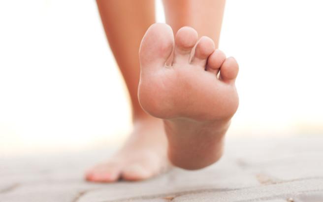 Πώς να καταπολεμήσετε φυσικά την κακοσμία των ποδιών