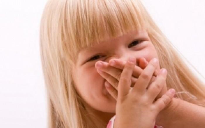 Κακοσμία της αναπνοής στα παιδιά: Πού οφείλεται, πώς αντιμετωπίζεται