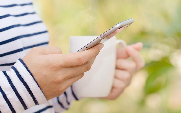 Μείωση στις πωλήσεις των iPhone κατέγραψε για πρώτη φορά η Apple