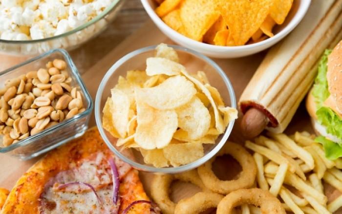 Πρόχειρο φαγητό: Ο ρόλος του στις ορμονικές διαταραχές και την καρκινογένεση