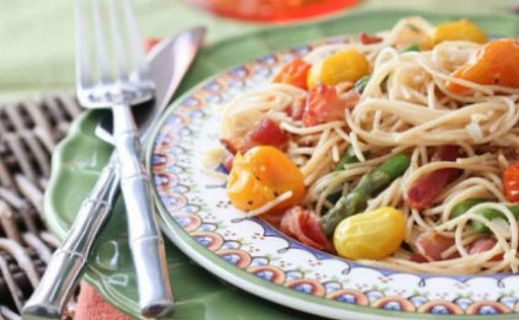 Σπαγγέτι με σπαράγγια, ζαμπόν και ντοματίνια