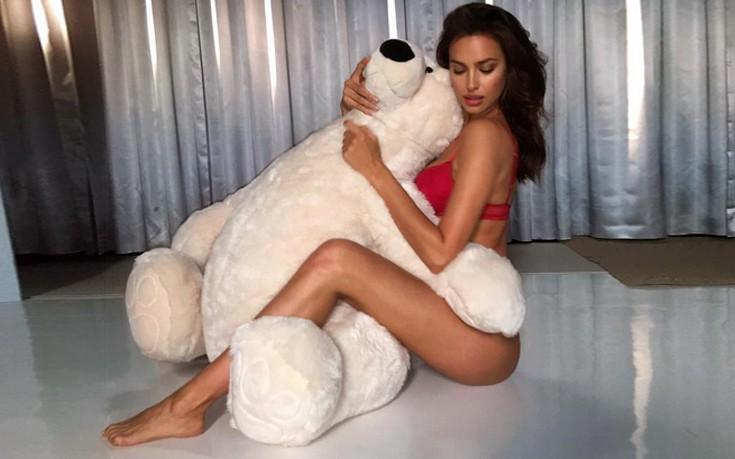 Αγκαλιά με τον αρκούδο της η Irina