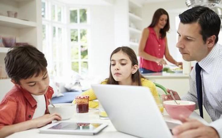 Κακές συνήθειες γονέων που επηρεάζουν την υγεία των παιδιών