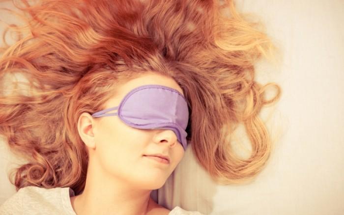 Οι μεσήλικες άνδρες κοιμούνται λιγότερο, οι νέες γυναίκες περισσότερο