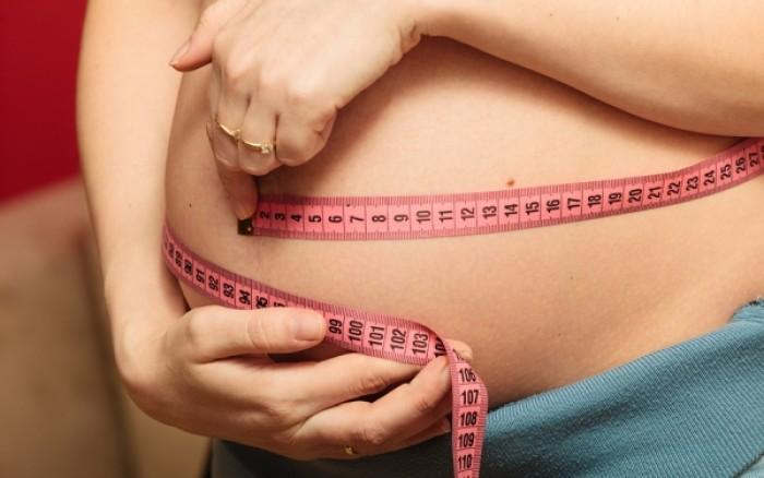 Αύξηση βάρους ανάμεσα στις εγκυμοσύνες: Ποιοι οι κίνδυνοι για το μωρό