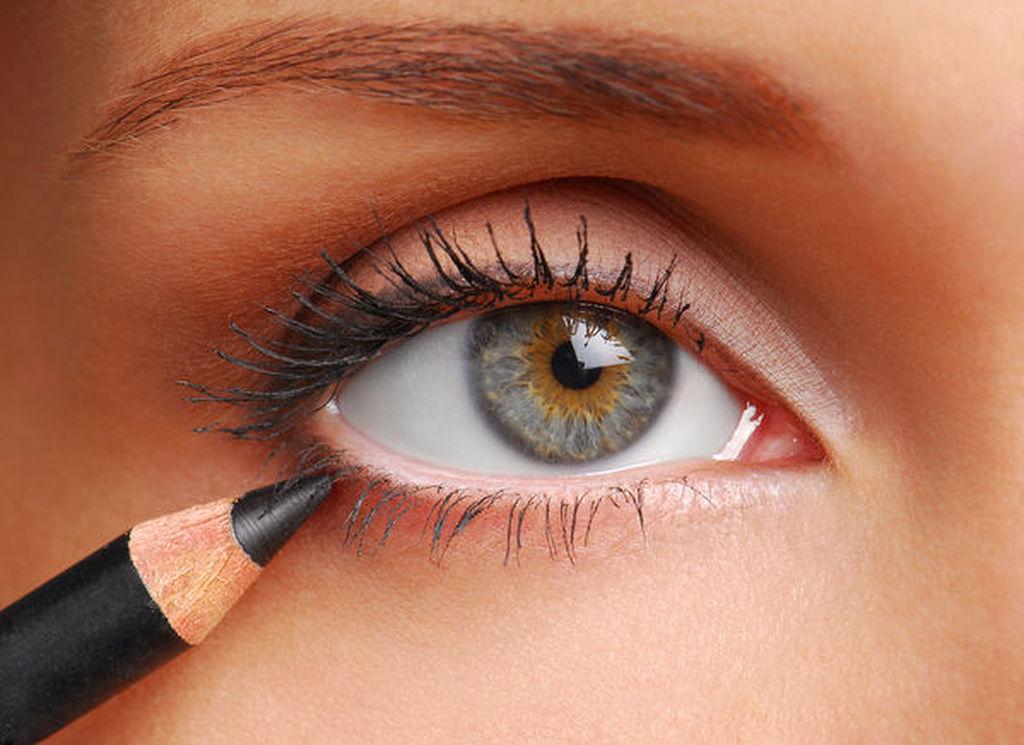 Ένα κολπάκι για να διαρκέσει το μολύβι ματιών περισσότερο!