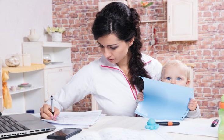 Εργαζόμενες ανύπαντρες μητέρες και οι κίνδυνοι για την υγεία τους