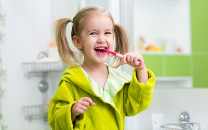 Φθορίωση δοντιών: Τι είναι και πώς γίνεται