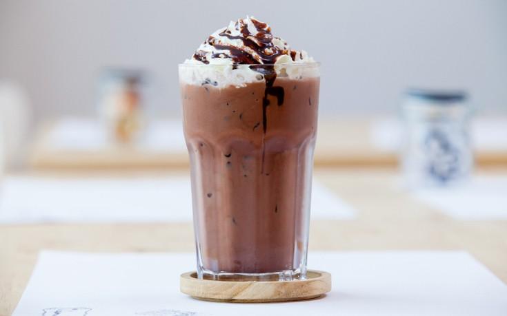 Milkshake σοκολάτα με σαντιγί