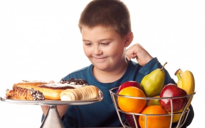 Παιδική παχυσαρκία: Το «λάθος» που κάνουν οι γονείς με το βάρος των παιδιών τους