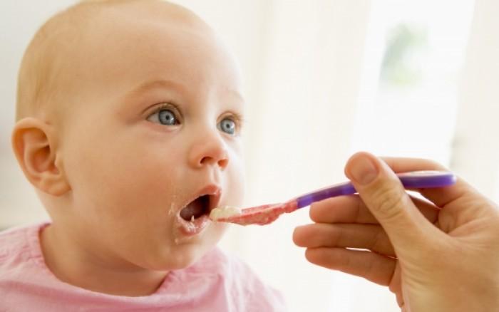 Πόσο πρέπει να τρώνε τα μωρά για να μη γίνουν παχύσαρκα