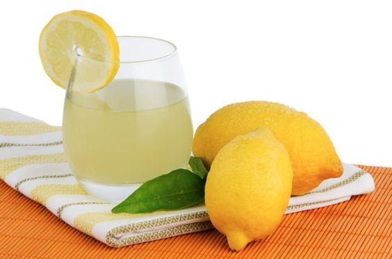 Smoothie αποτοξίνωσης με πράσινο τσάι, ανανά, γκρέιπφρουτ και τζίντζερ
