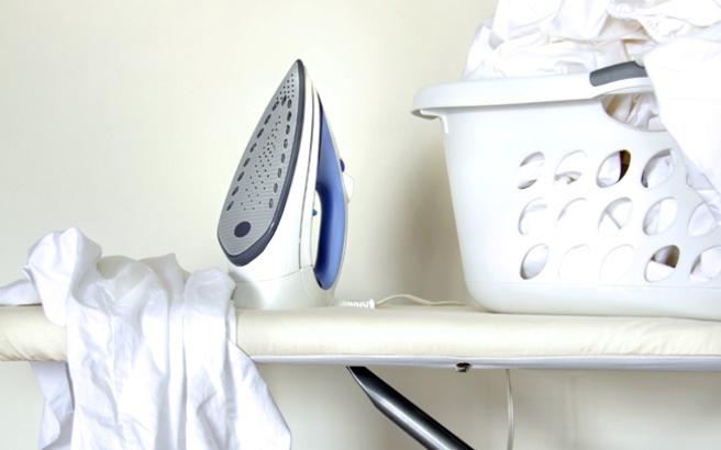 Πώς να σώσετε το ρούχο που κάηκε στο σίδερο