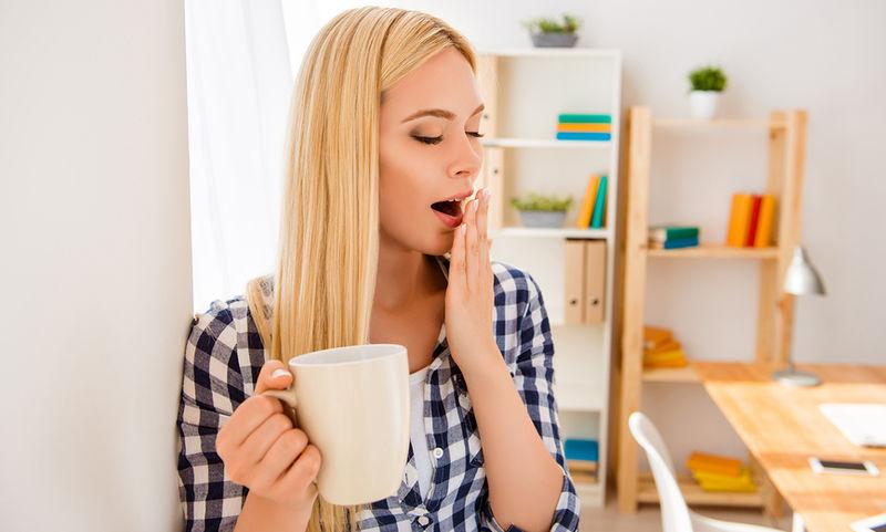 Απλοί τρόποι για να μείνετε ξύπνιοι χωρίς καφεΐνη