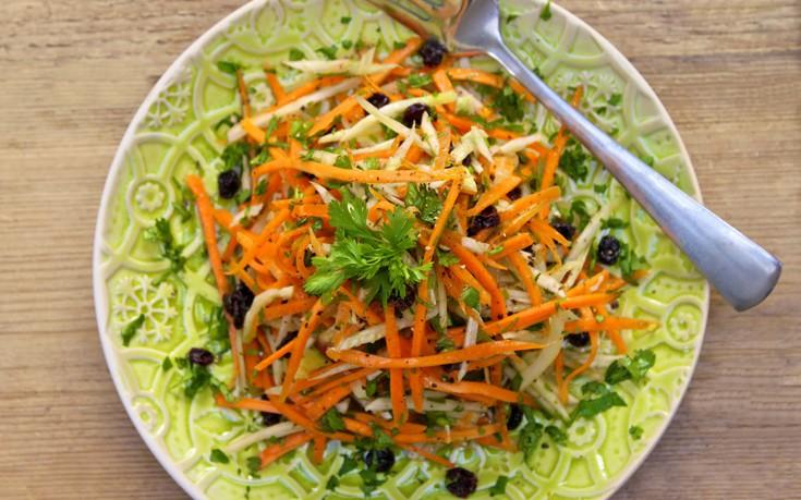 Δροσερή σαλάτα με καρότο και φινόκιο