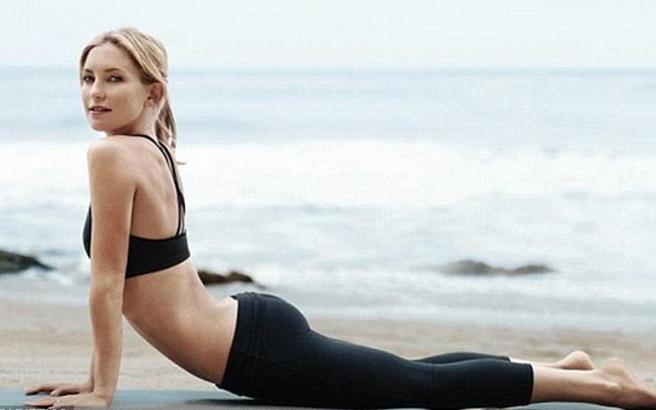 Γυμνή για να διαφημίσει το βιβλίο της η Kate Hudson