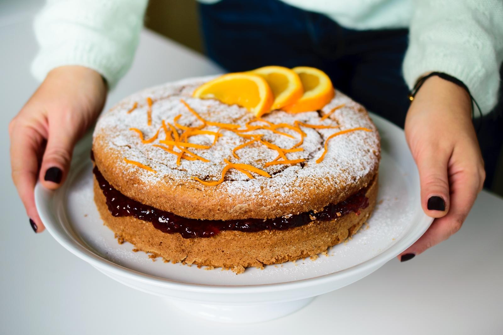 Κέικ με καρύδια, πορτοκάλι και μαρμελάδα, χωρίς γλουτένη