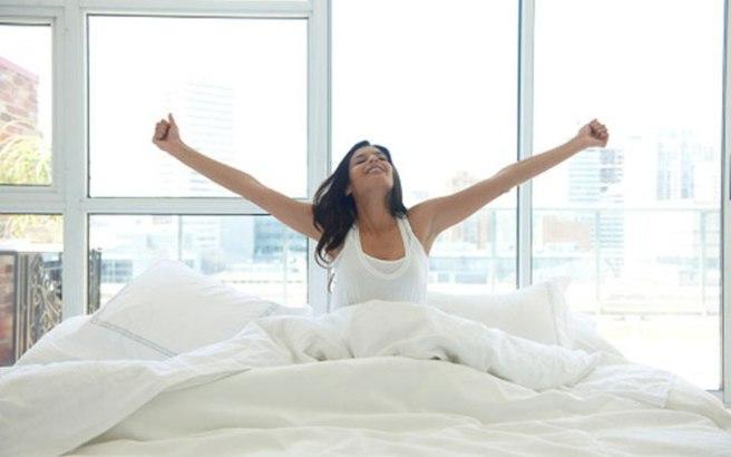Οκτώ περίεργοι τρόποι για να σηκωθείτε από το κρεβάτι χωρίς καφεΐνη