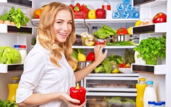Πώς να διώξετε τις άσχημες μυρωδιές από το ψυγείο