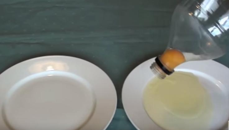 Πως να ξεχωρίσετε το ασπράδι από τον κρόκο με ένα μπουκάλι!