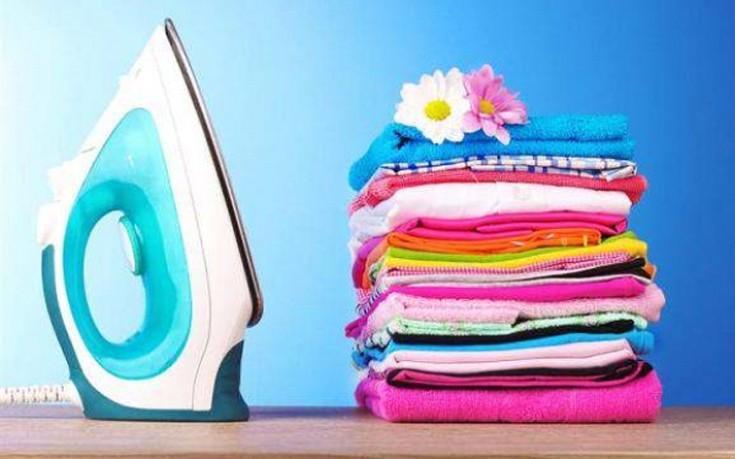 Πώς να «σιδερώσετε» τα ρούχα σας χωρίς σίδερο